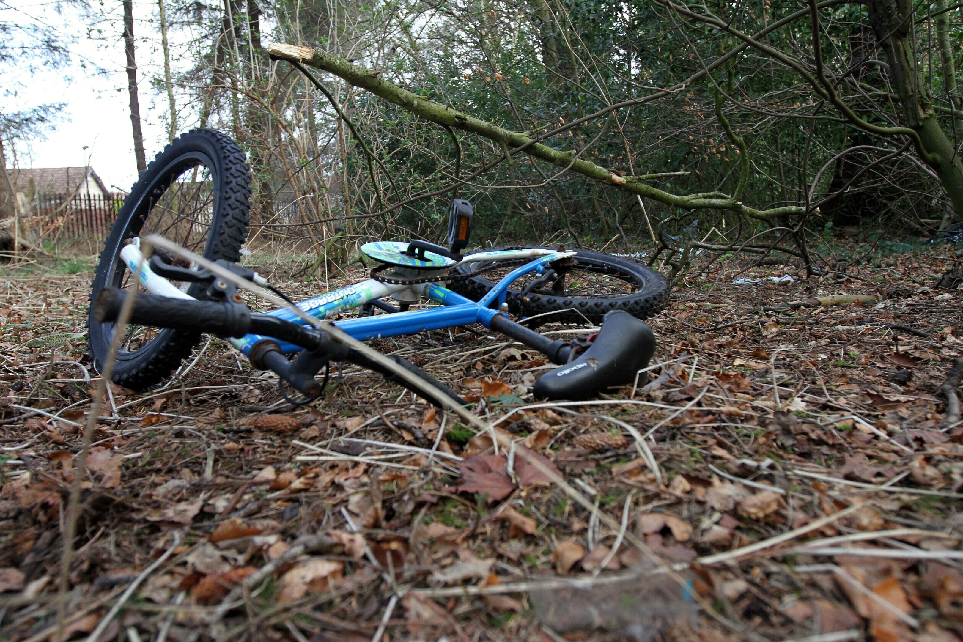 A dumped bike beside Dundee Crematorium.
