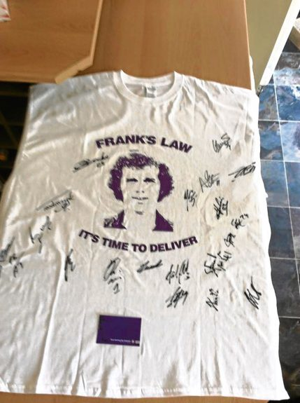The T-shirt signed by the team.