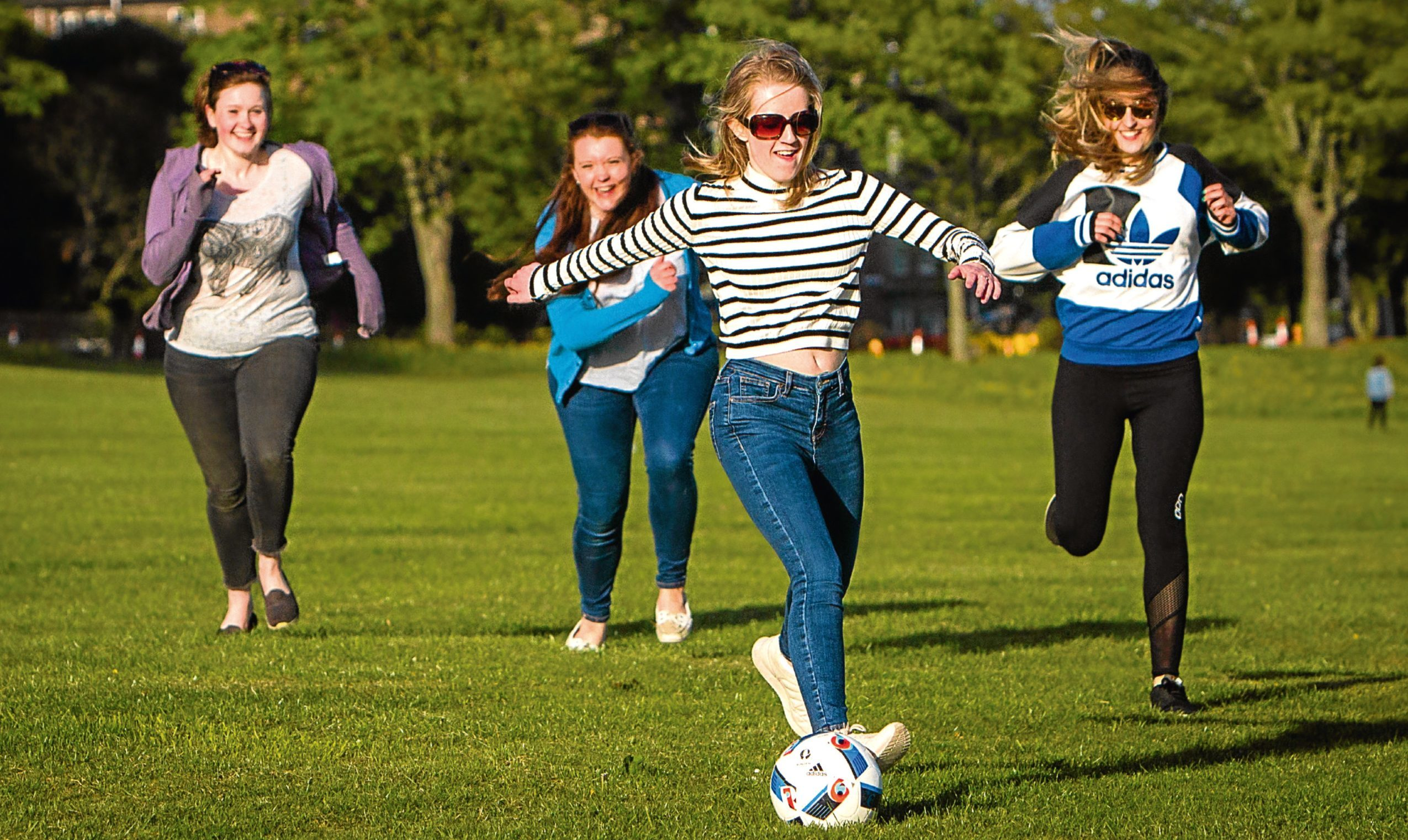 Students from University of Dundee let off steam in Magdalen Green. At the front is Rachael Logan and back (left to right) is Emily Kerr, Elizabeth Heywood and Kathryn Brice