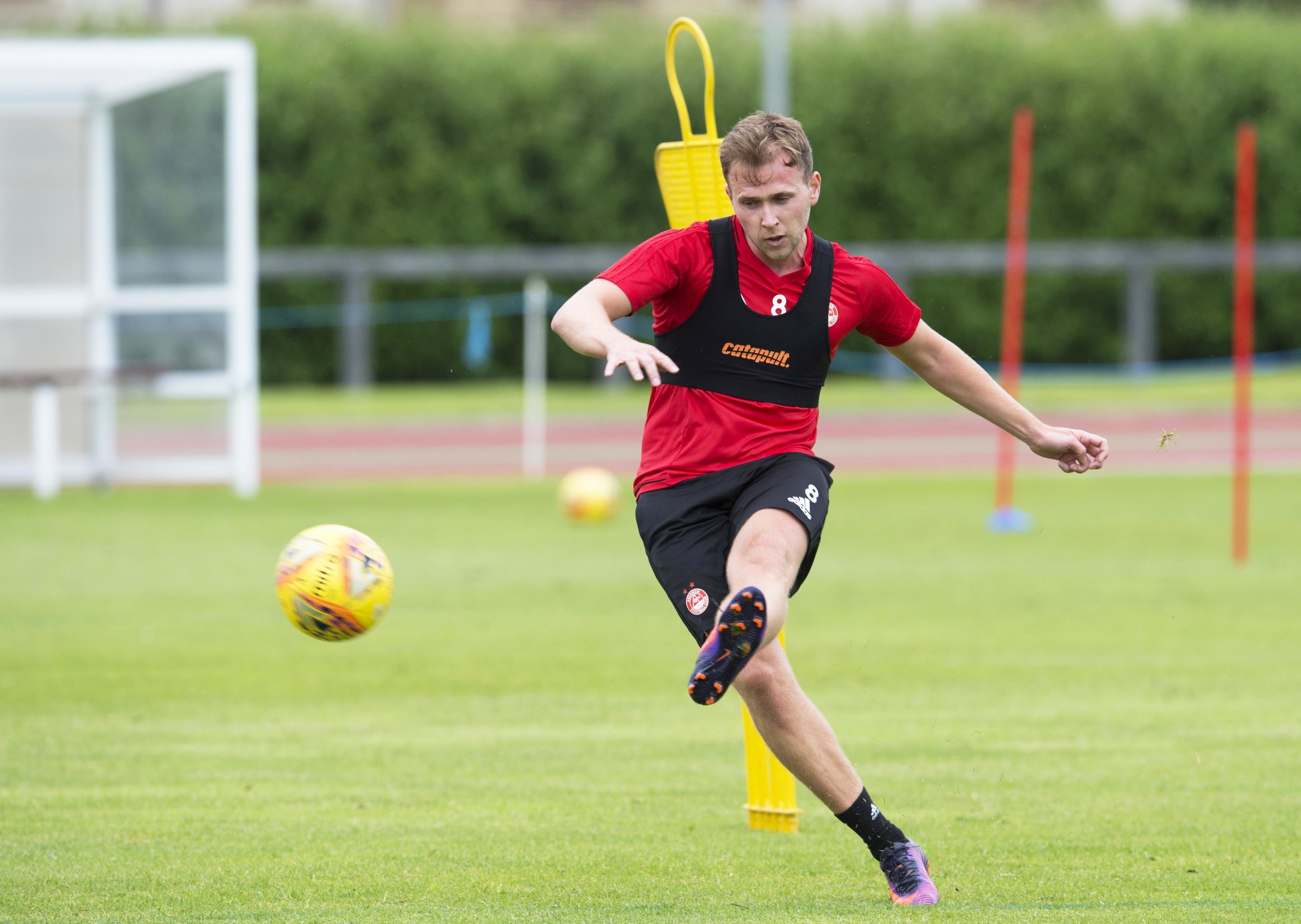 Former Dundee star Greg Stewart is set to face his old side.
