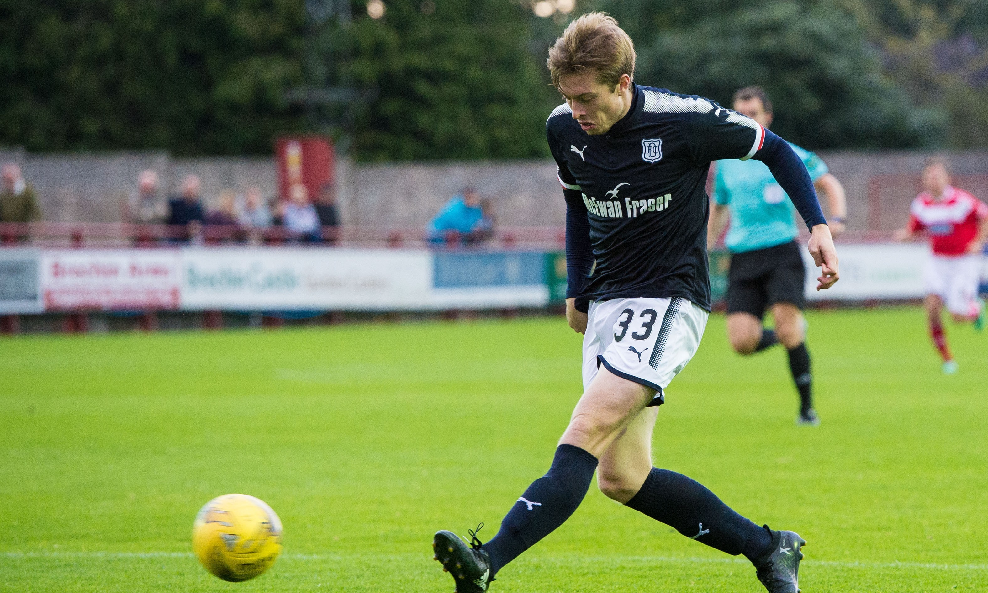 Knee ligament damage will see Craig Wighton out of action for the forseeable future.