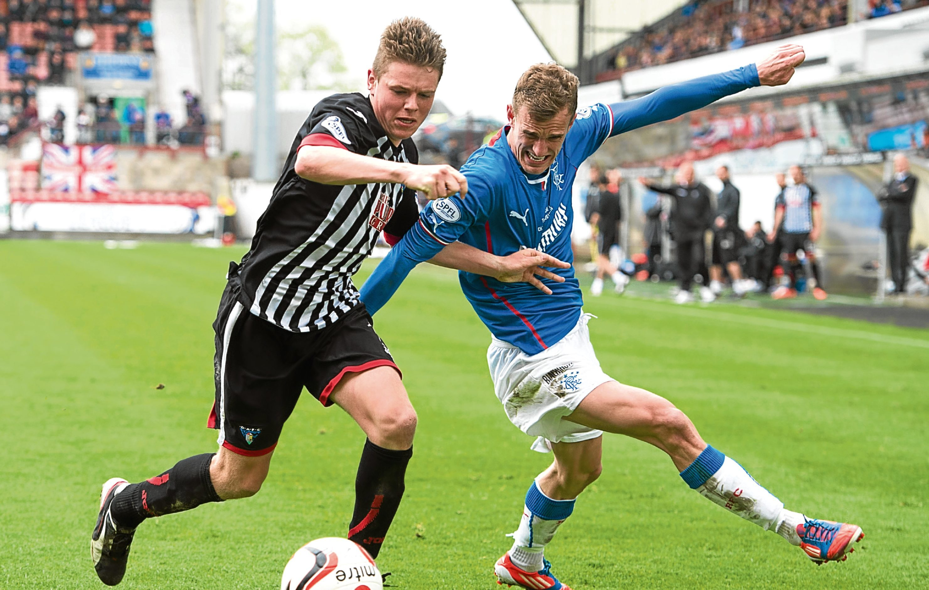 Lewis Spence in League One action for the Pars against Rangers.