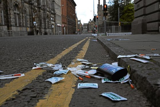 Needles and wipes were found dumped in a Dundee street.