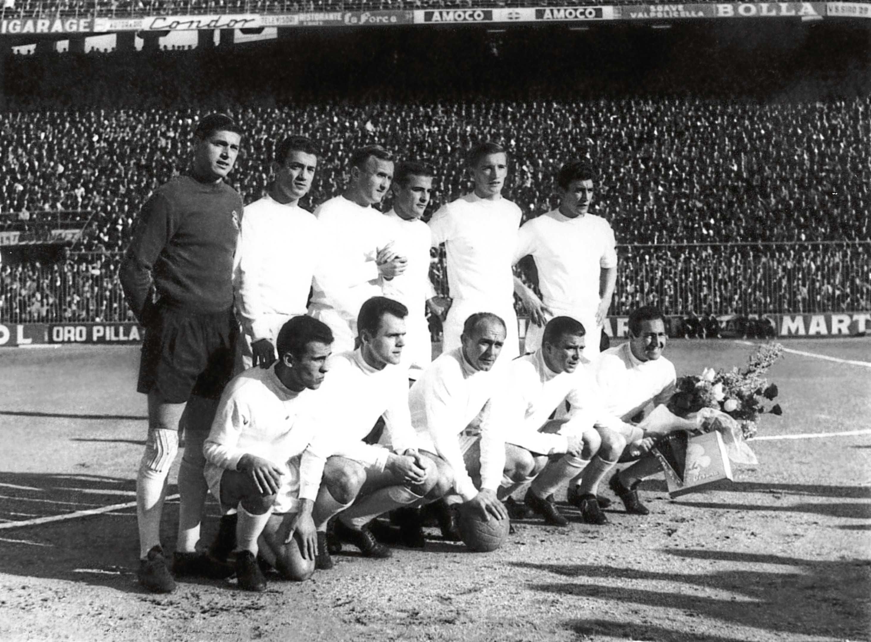 Real Madrid pictured just before beating Eintracht Frankfurt in the European Cup Final at Hampden Park in 1960