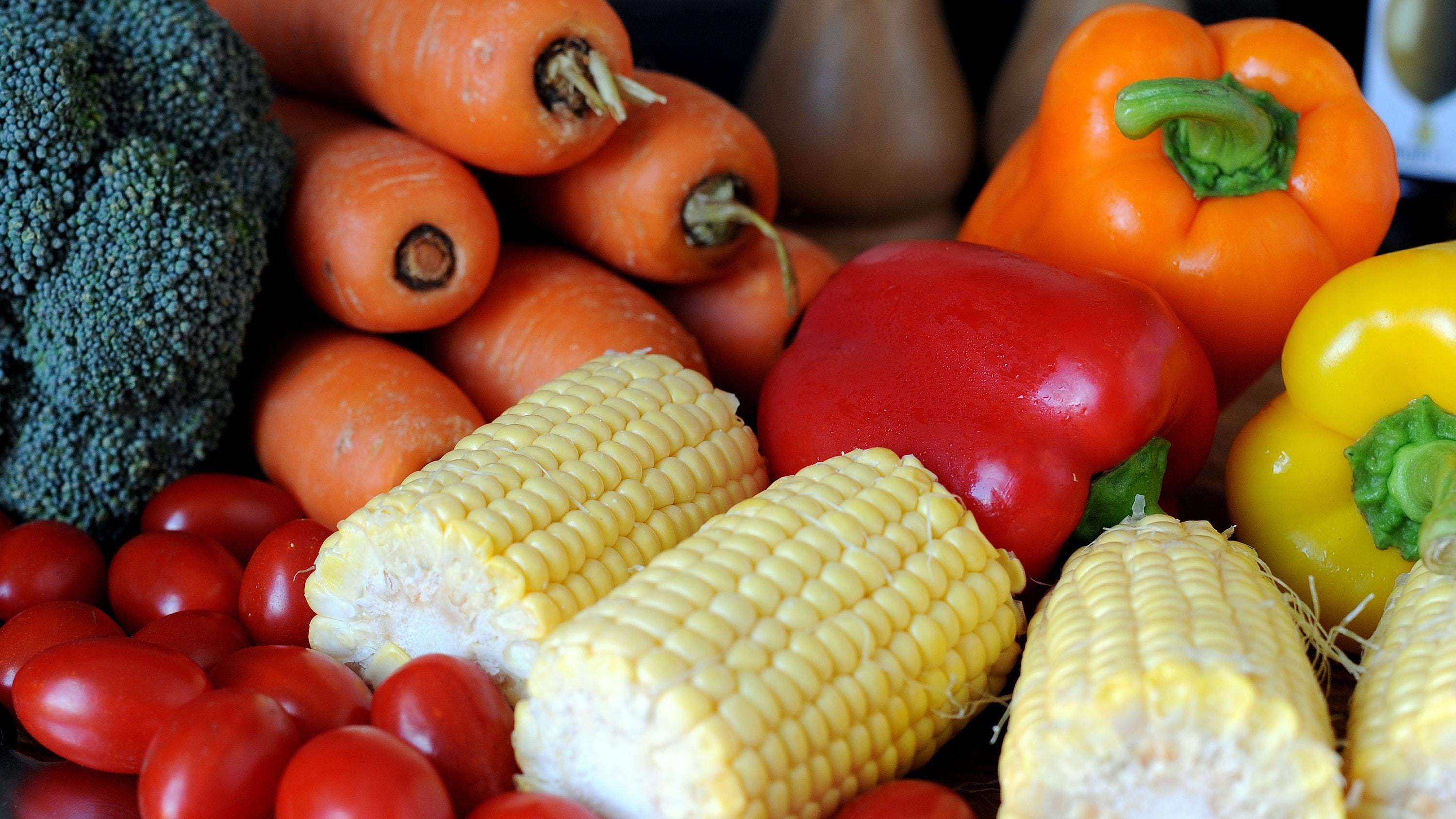 Global guidelines recommend eating at least 400g of fruit, vegetables or legumes a day, the equivalent of five average servings.