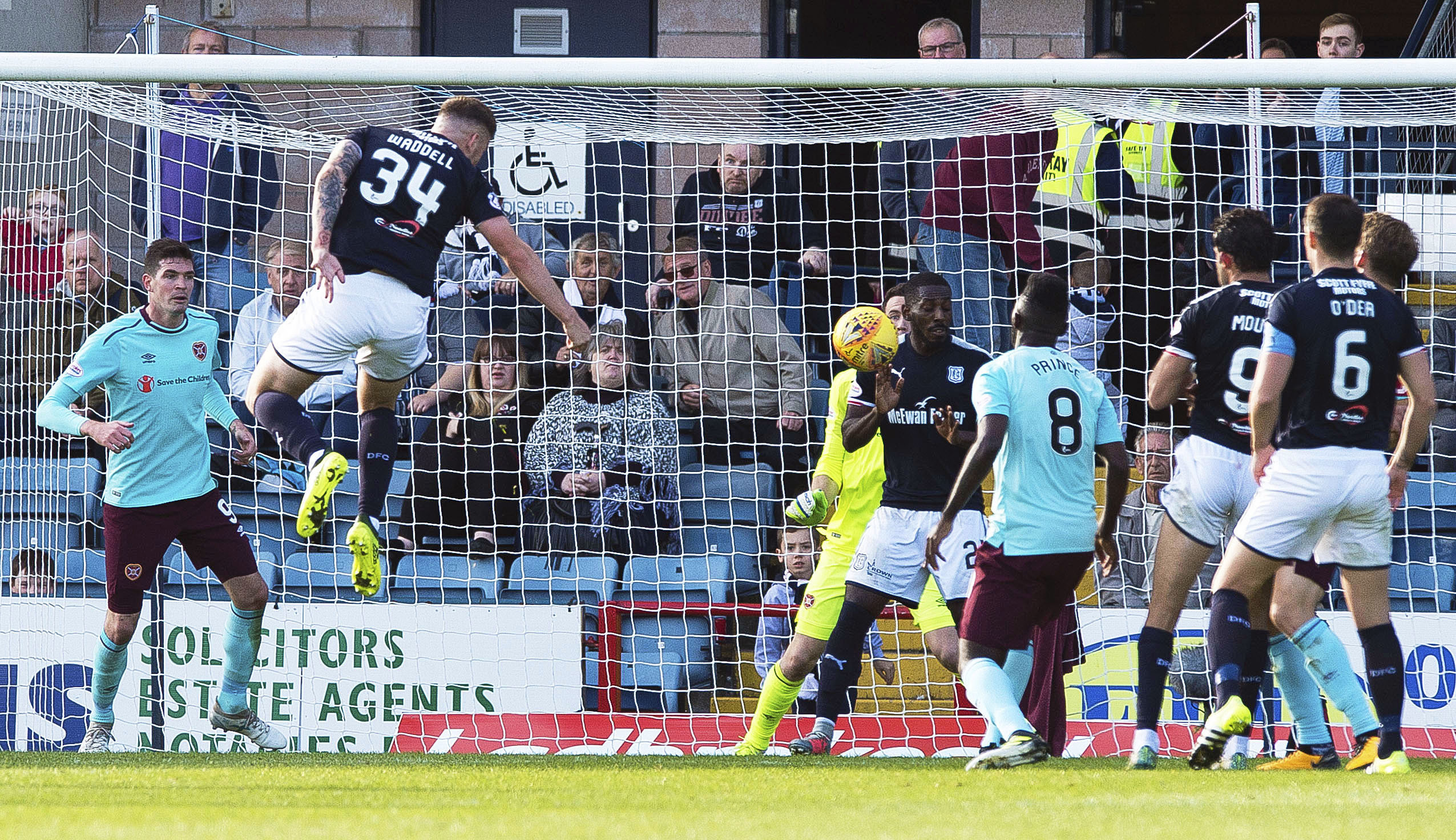 30/09/17 LADBROKES PREMIERSHIP  DUNDEE v HEARTS  DENS PARK - DUNDEE  Dundee's Kerr Waddell heads the home side in front to make it 1-0.