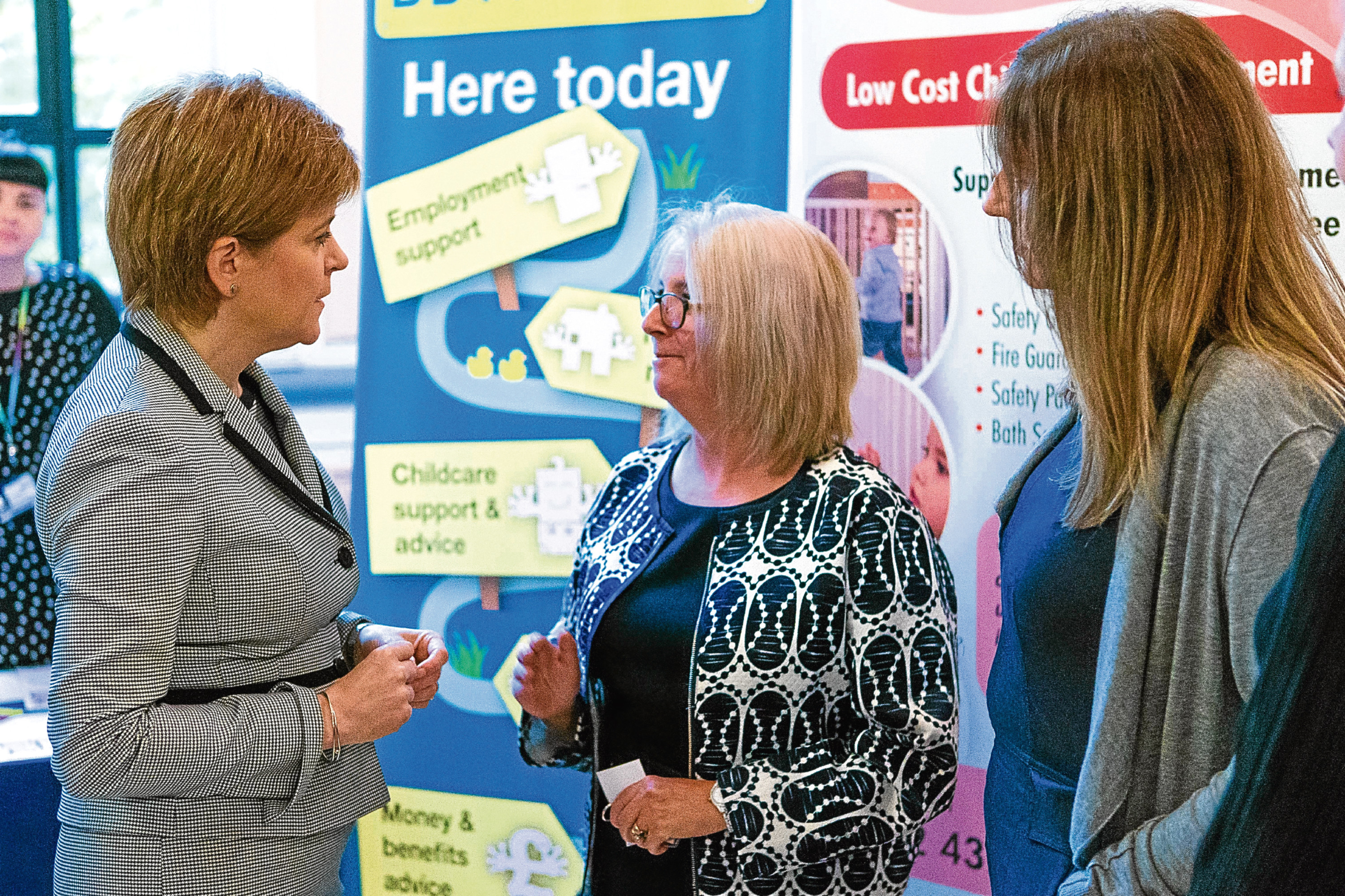 Nicola Sturgeon chats to Jinny Lawson after announcing at least 750 benefits jobs will be created in Dundee.