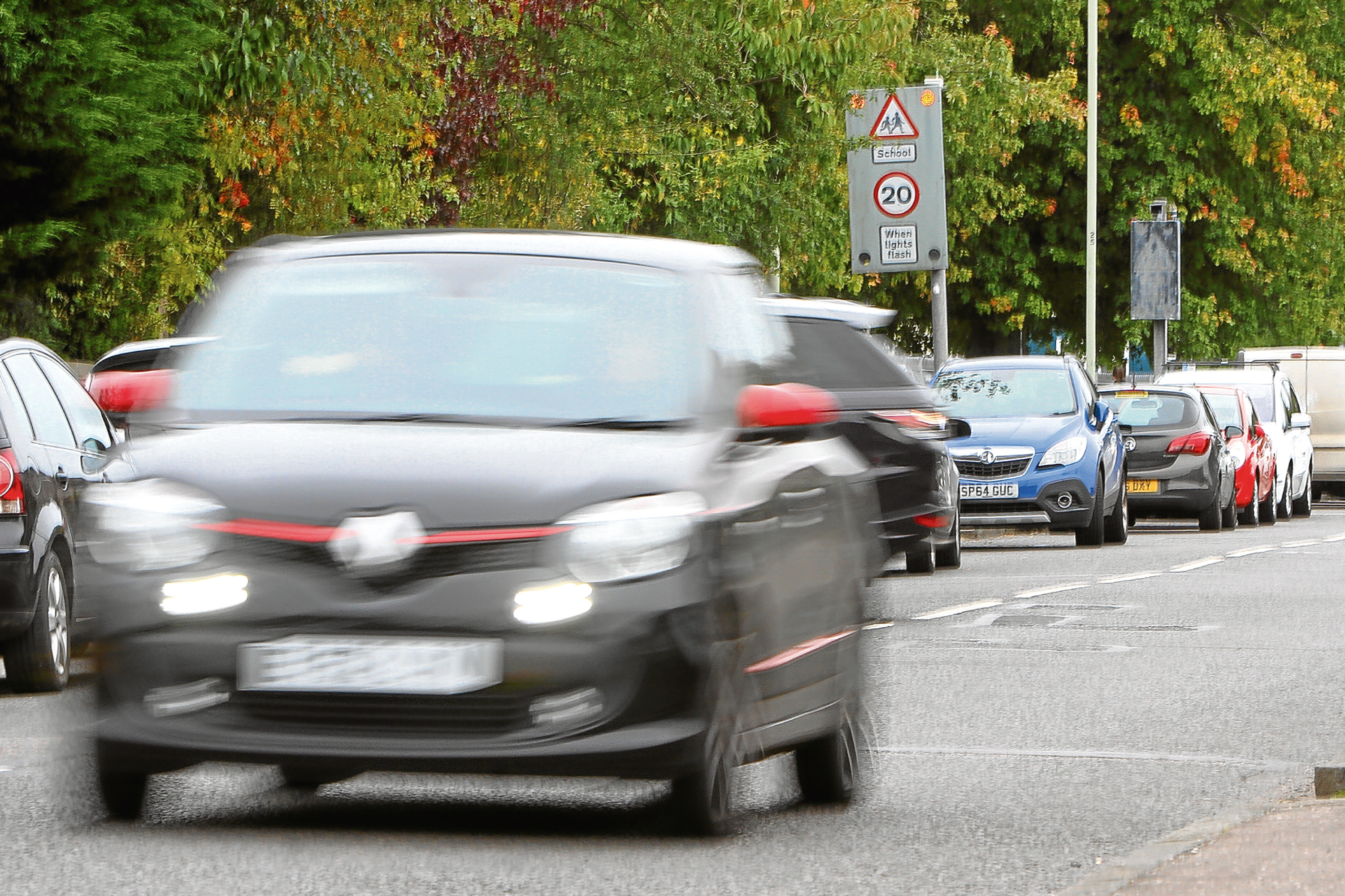 Cars on a busy Forthill Road near to Forthill Primary School
