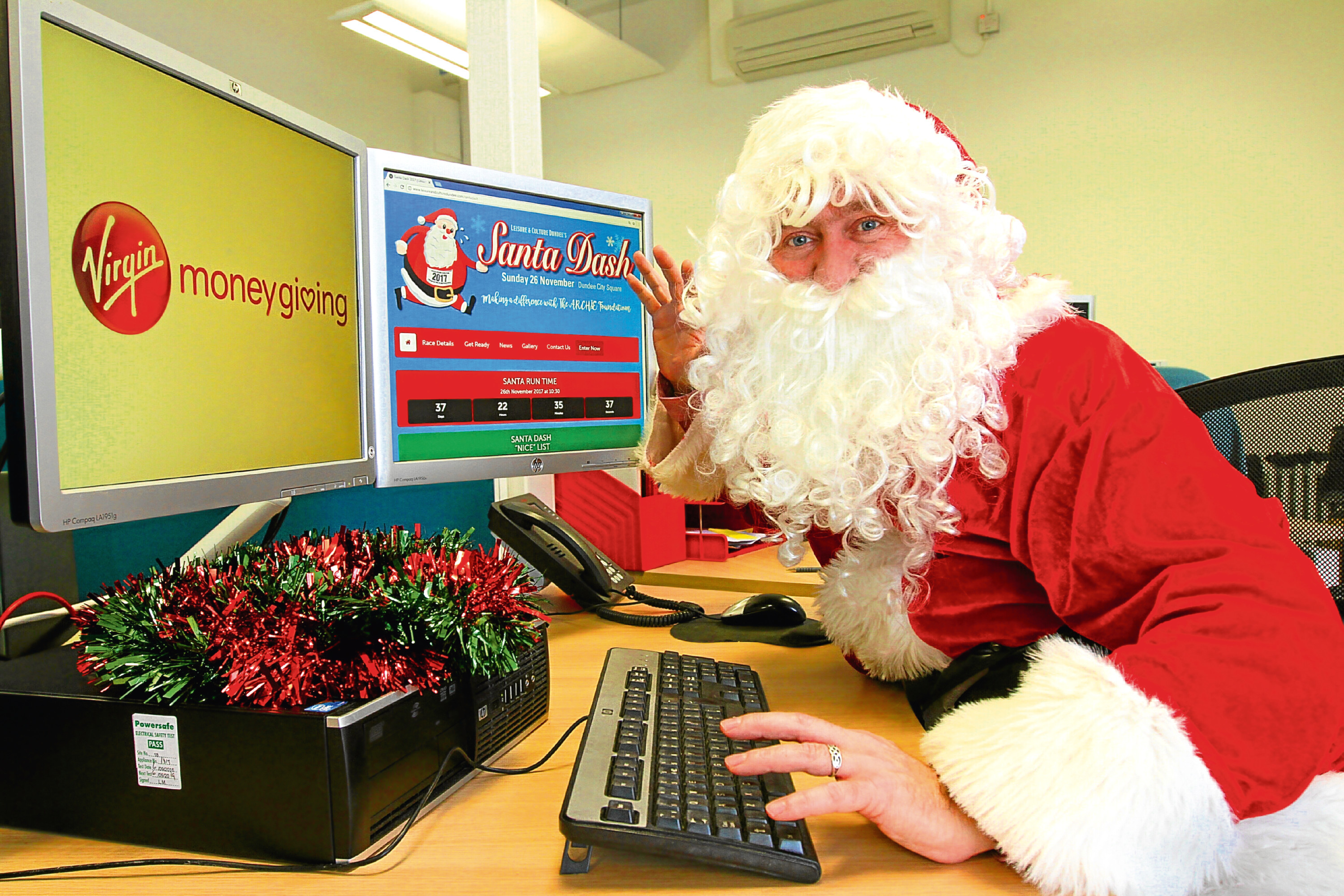 Santa paid a visit to Leisure and Culture Dundee where he checked out the fundraising page.