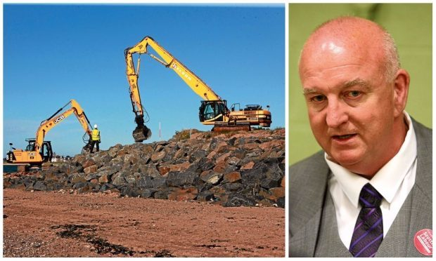 Coastal protection works on the Tay. Right: Kevin Keenan.