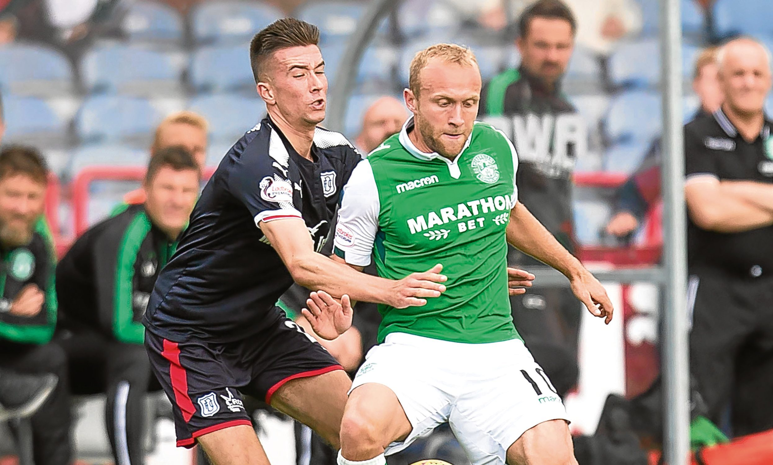 Dundee's Cammy Kerr and Hibernian's Dylan McGeouch battle for the ball