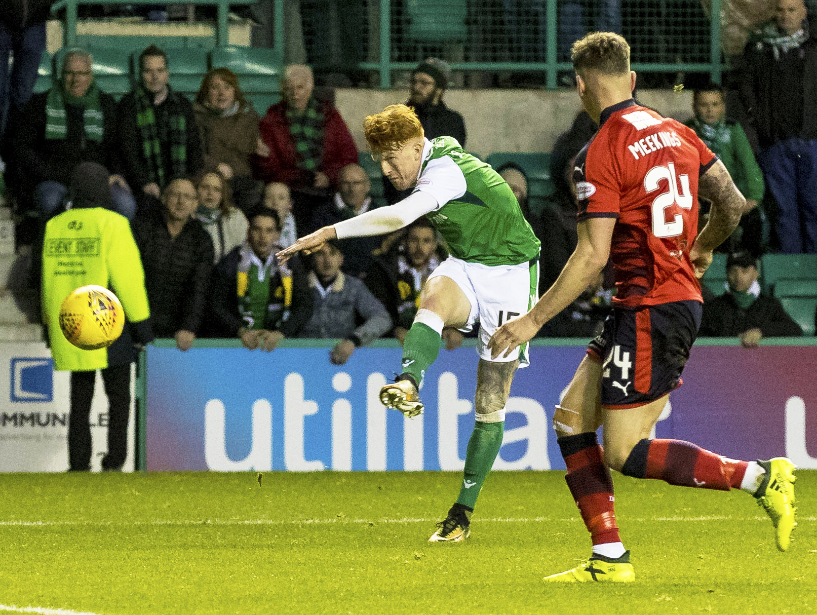 Former Dundee United striker Simon Murray could now be on his way to Dundee