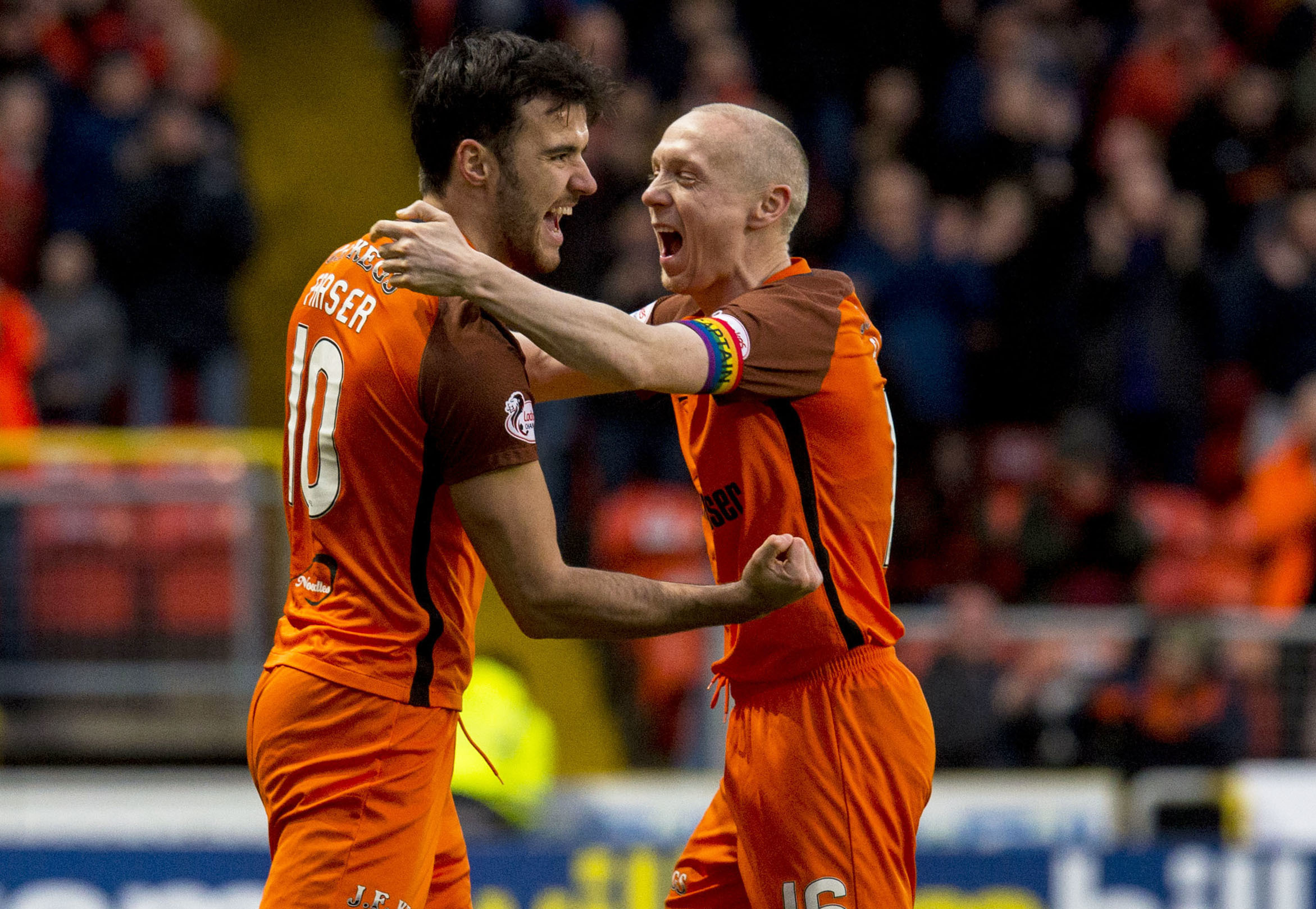 02/12/17 LADBROKES CHAMPIONSHIP   DUNDEE UTD V DUNFERMLINE  TANNADICE - DUNDEE  Dundee Utd's Scott Fraser (L) celebrates his goal with Willo Flood