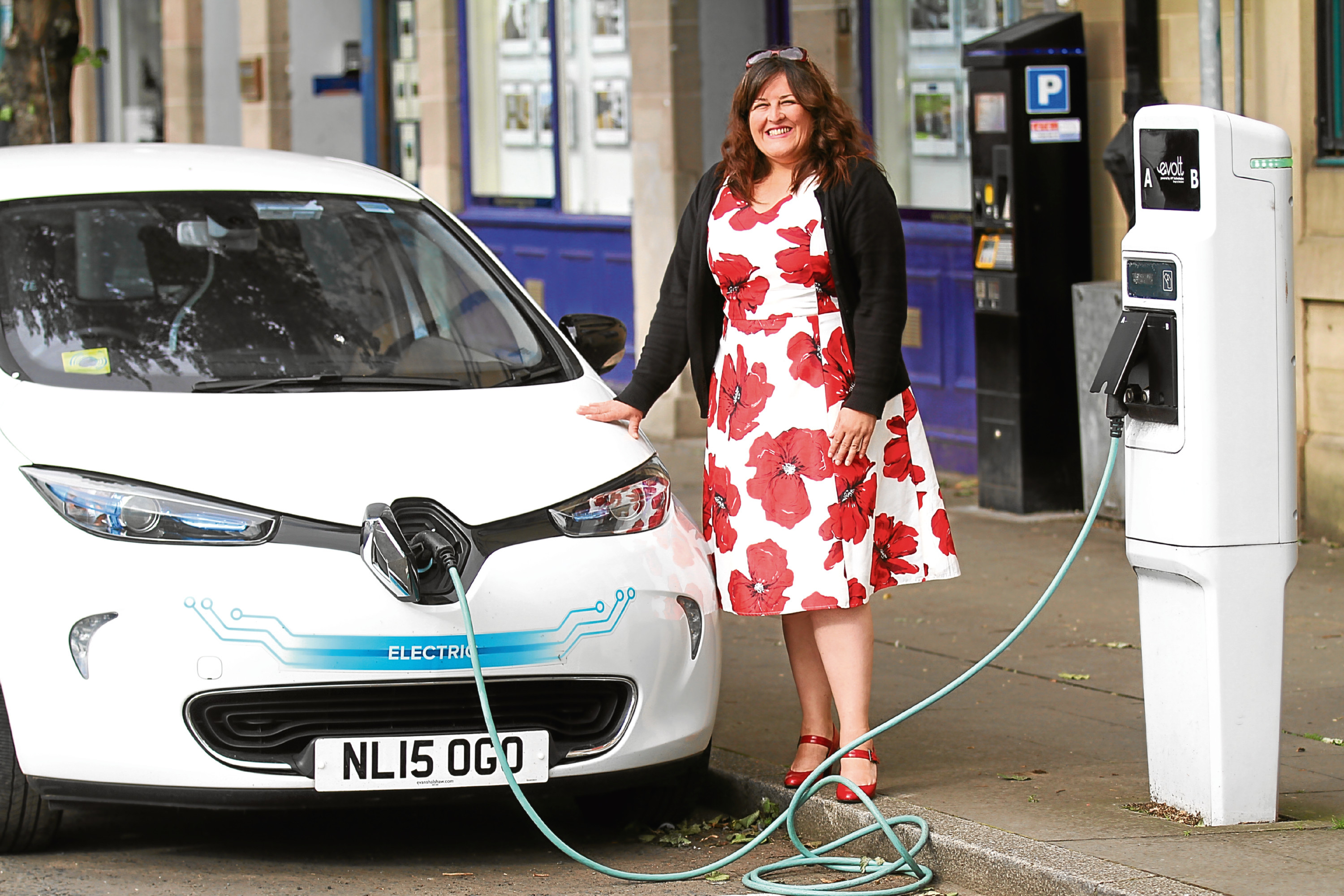 Councillor Lynne Short with an electric car