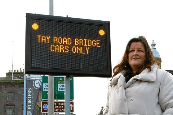 Councillor Lynne Short, who sits on the Tay Bridge Joint Board, has hit out at lorry drivers flouting restrictions during high winds.