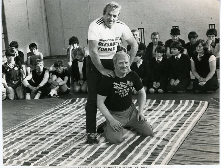 Wrestler Ian Law demonstrating his techniques to pupils. (October 1982)