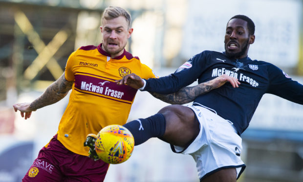 24/02/18 LADBROKES PREMIERSHIP  DUNDEE v MOTHERWELL   DENS PARK - DUNDEE   Motherwell's Richard Tait (left) and Roarie Deacon in action