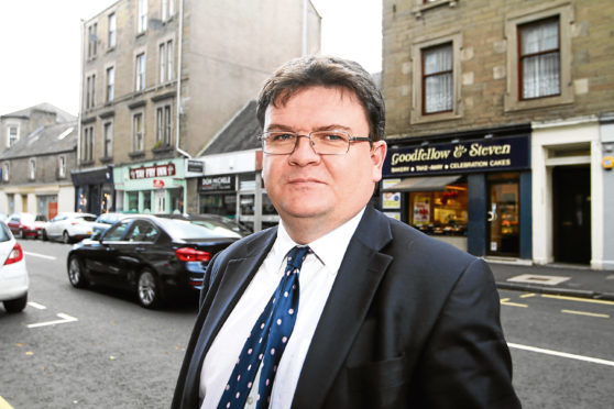 Mhairi Edwards, Evening Telegraph, News, Lindsey Hamilton story, Councillor Richard McCready is calling for the economic development of the Perth Road, including making it a shopping centre.  Picture shows; Councillor Richard McCready at Perth Road. Monday 2nd October.