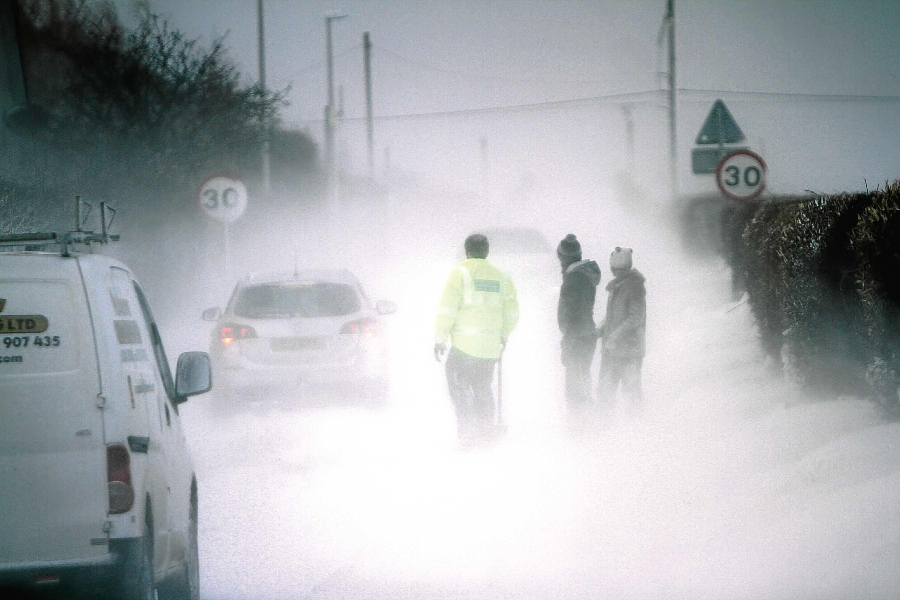 Good samaritans dig drivers out of snow drifts in Carnoustie earlier this month