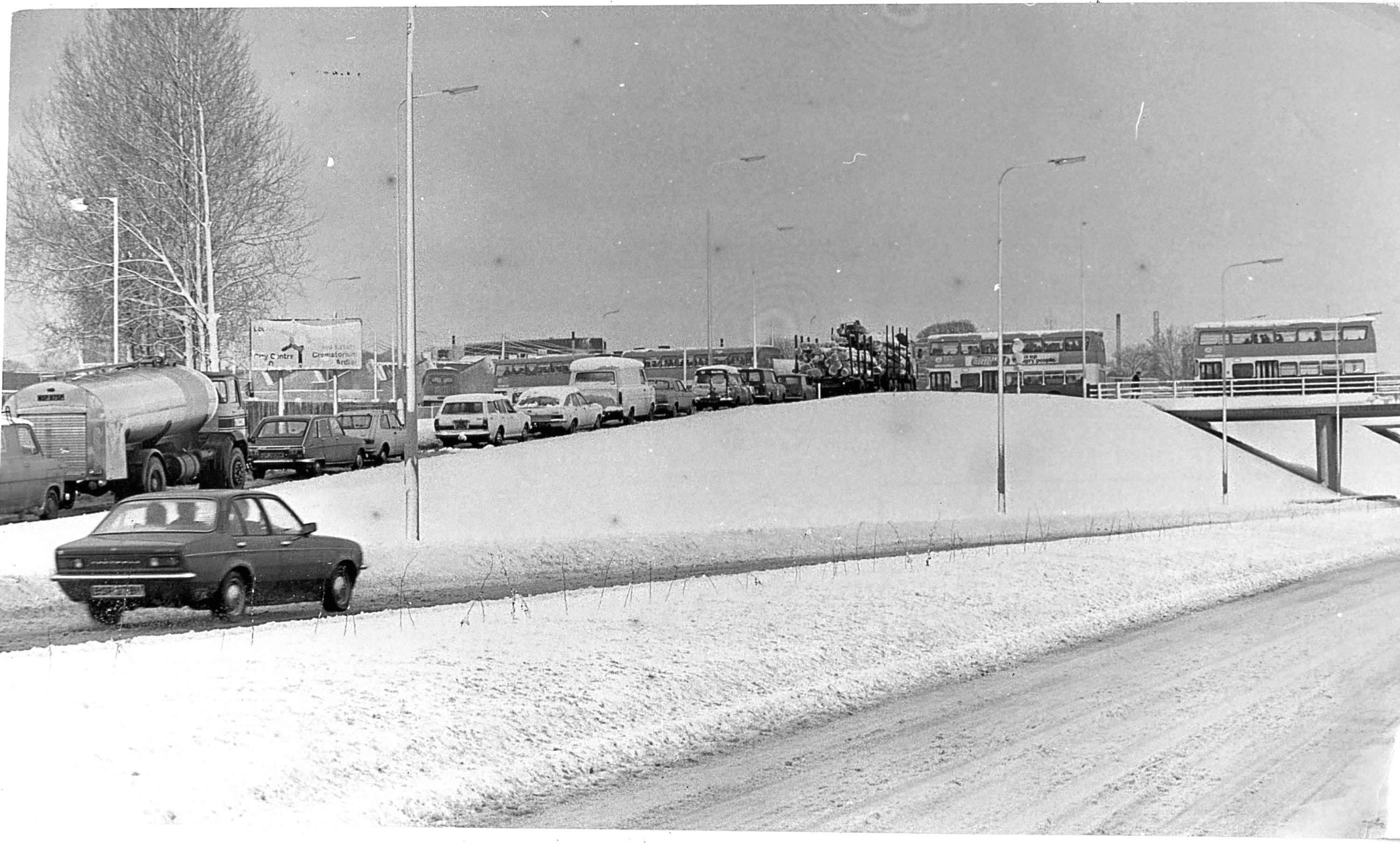 Traffic jams on Kingsway following overnight snow in 1980