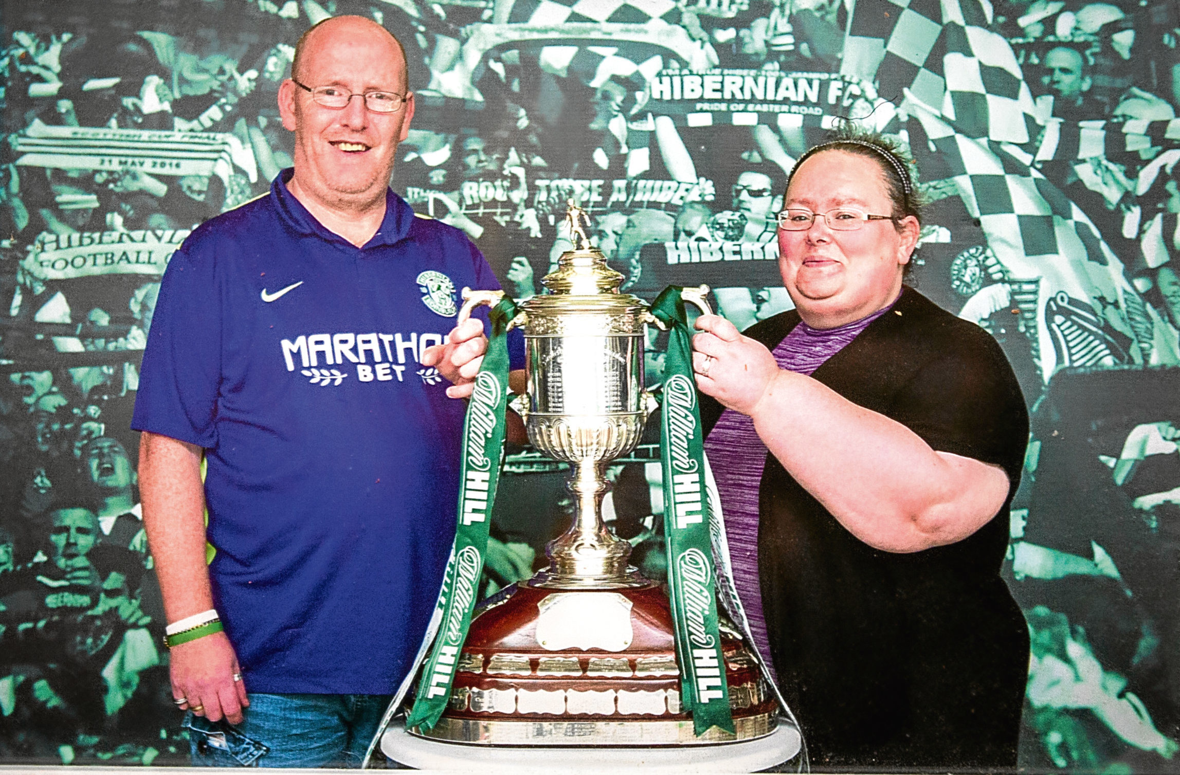 Willie and Tracey Halliday with the Scottish Cup after Hibs won it in 2016.