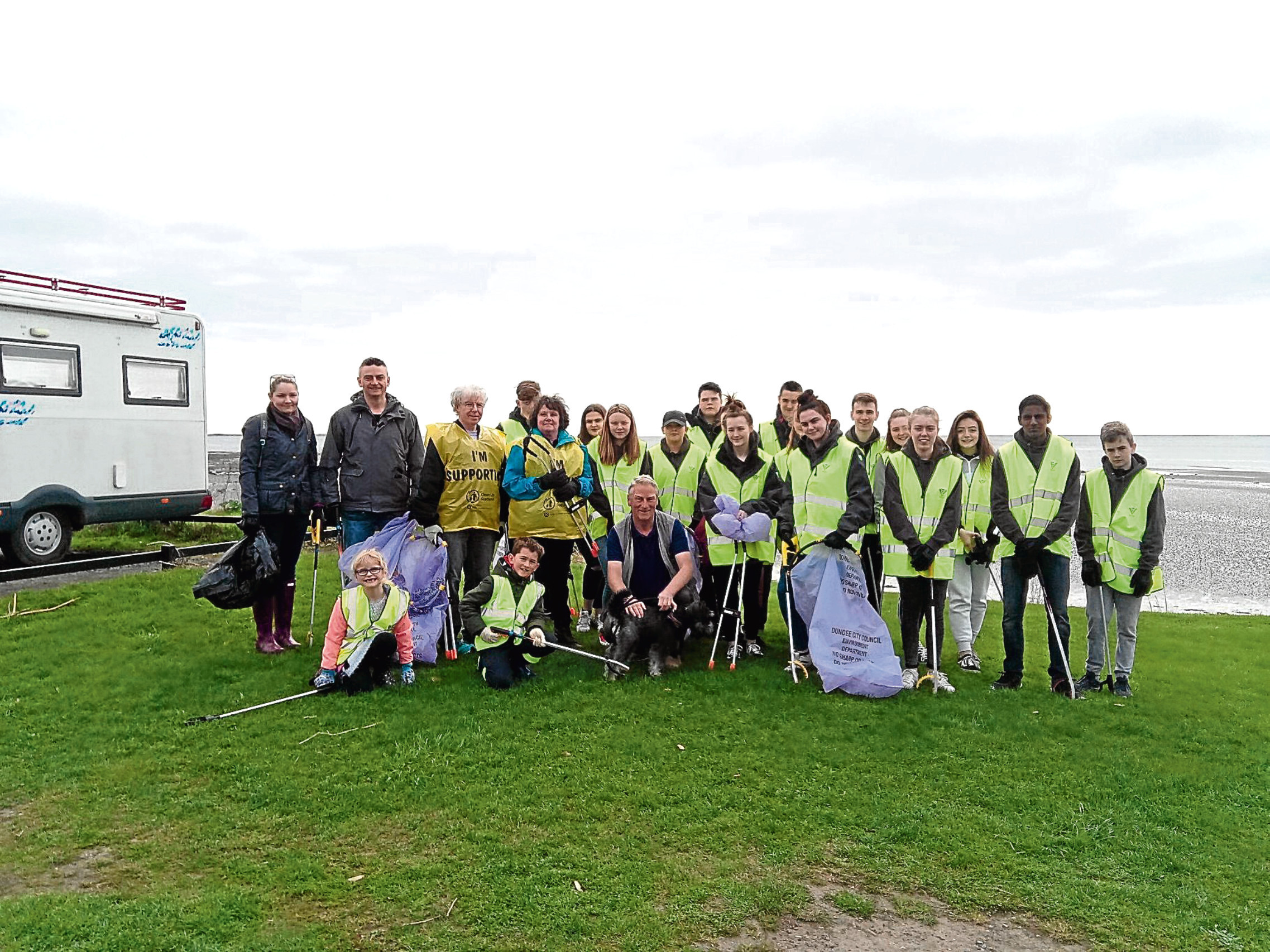 police scotladn youth volunteers and members of the public take part in a litter pick at Broughty Ferry beach