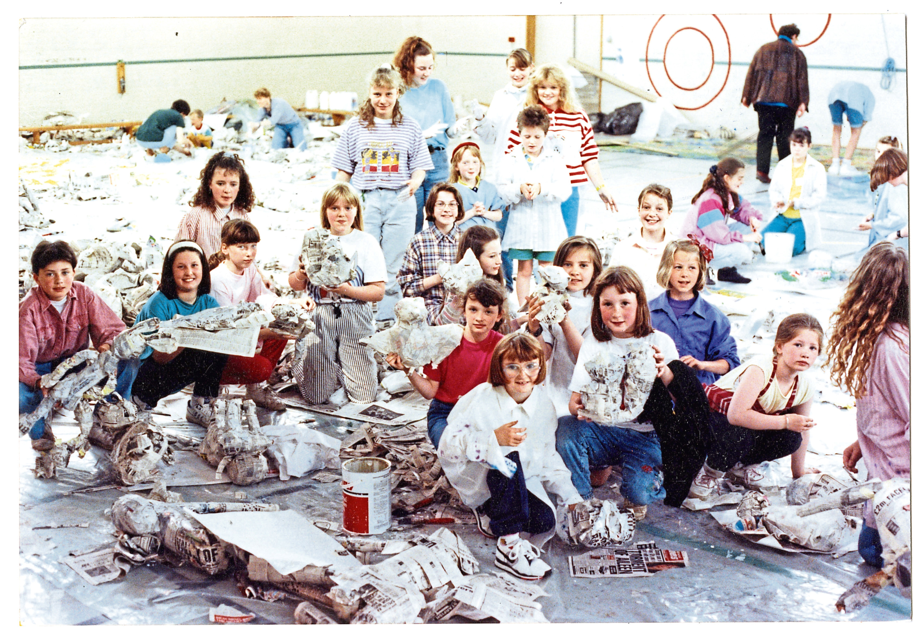 Back in the Day - Monday 28 2018 Dundee 800 music project Noye's Fludde make papier mache models for the show in 1991.  D26 1991-07-10 Dundee 800 project (C)DCT  T+P 10/07/1991