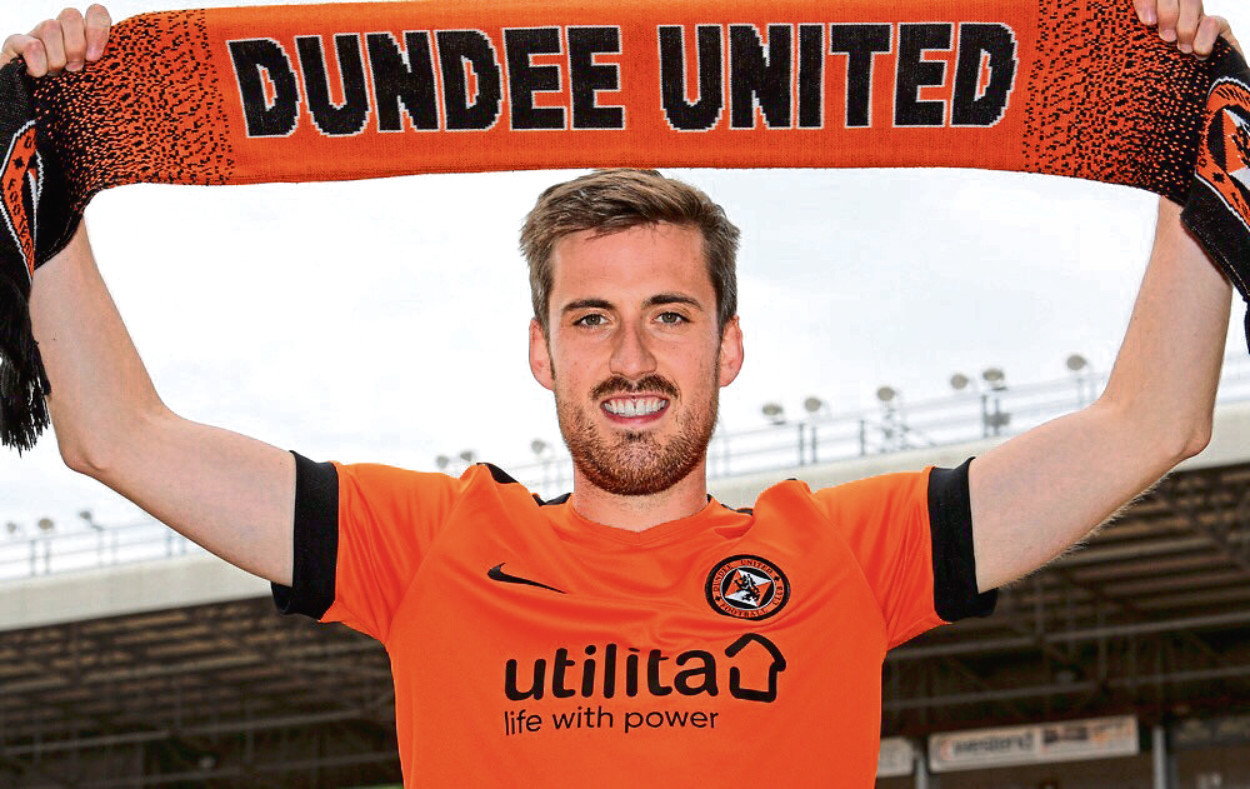 Callum Booth has penned a two-year deal with Dundee United after quitting Partick Thistle.