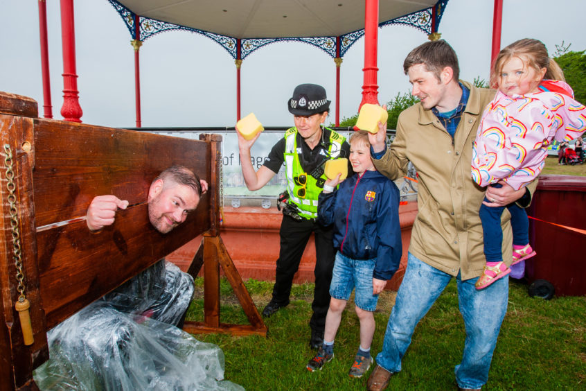 PC Dale Evans and Sergeant Elise Wilson alongside Dylan Bryce, 9, Gordon Bryce and Zara Bryce, 3. all from Monifieth.