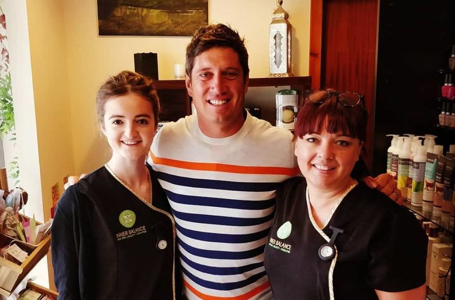 Vernon Kay with spa worker Ellie Whye and owner Marianne Williamson