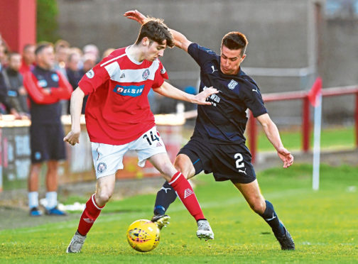 Dundee full-back Cammy Kerr is confident going into the league opener in Paisley but says the Dark Blues must be wary of a repeat of their Betfred Cup display against Dunfermline.