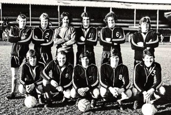 Sy gave me a Wasps team photo from that Christmas Day match. Back row (from left) – Davie Miller, Hugh McCann, Sandy Thomson, Frank Liddell, Euan Stewart, Brian McGarry. Front row – Billy Morrison, Donny Wilson, Rab Russell, Gordon Forrest, Billy Williamson.