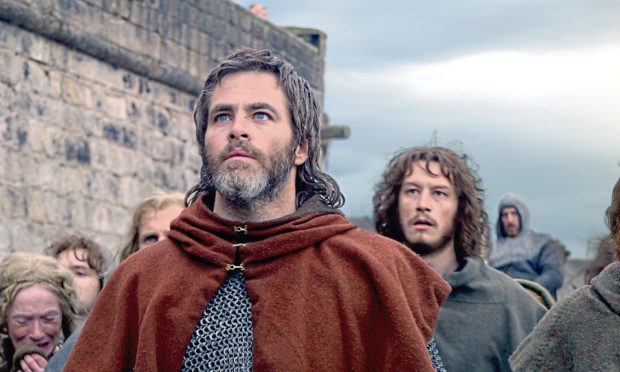 Chris Pine as Robert the Bruce in Outlaw King.