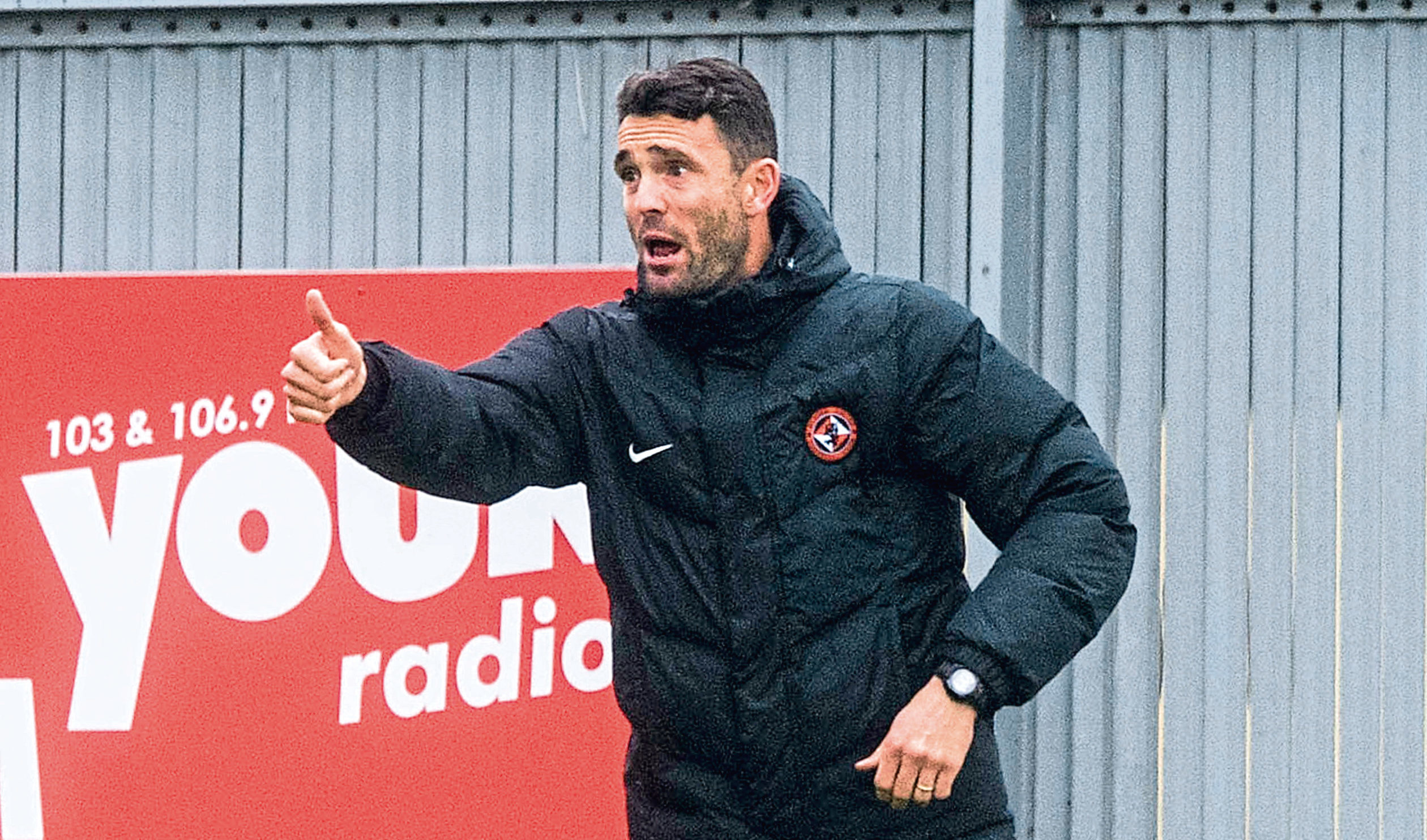 Dundee United should make Laurie Ellis their permanent boss as a replacement for Csaba Laszlo, says Tangerines legend John Holt