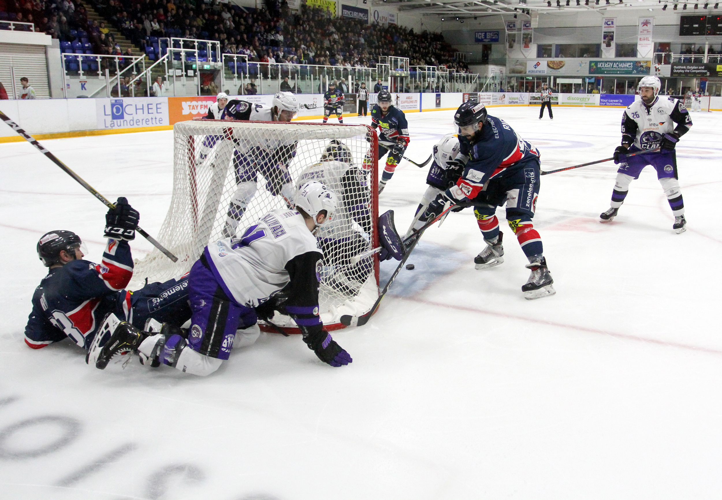 Dundee Stars' Fabrizio Ricci tries to poke the puck past Braehead Clan goaltender Joel Rumpel. He is hoping for better luck this weekend.