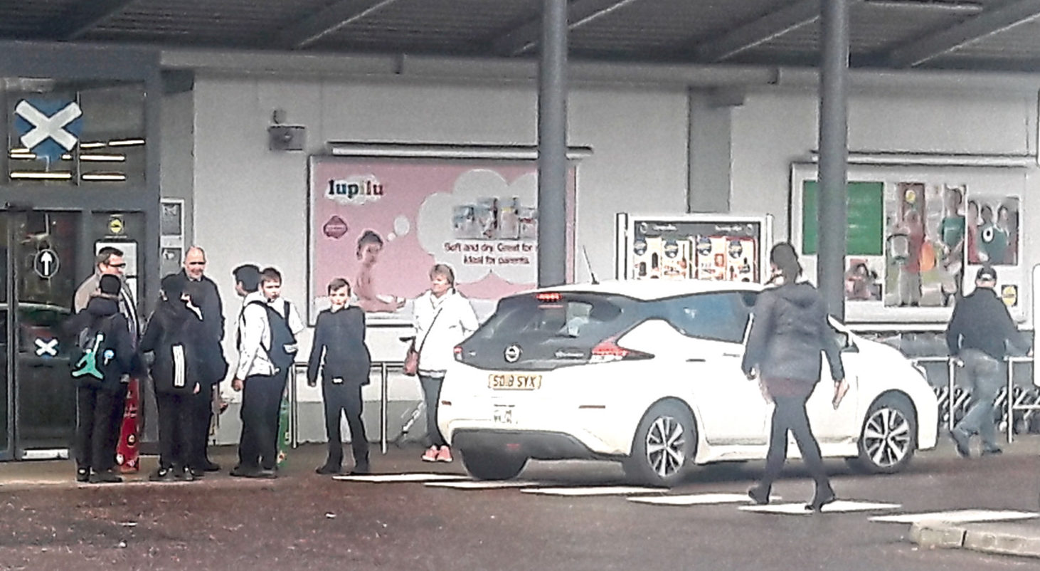 Pupils outside the Lidl in Dura Street, stobswell