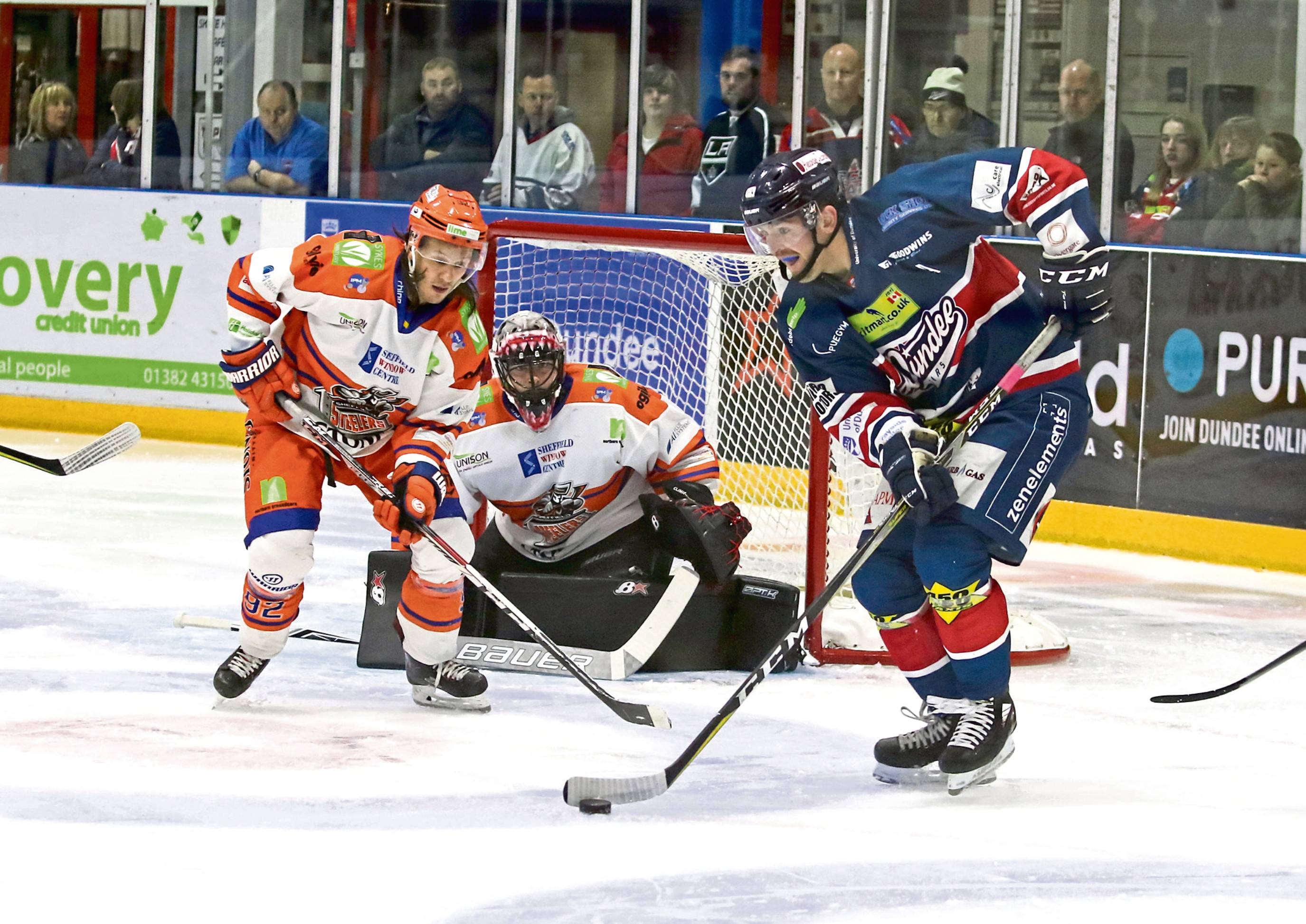 Dundee Stars' Brian Hart attacks the Steelers goal. However, it was to no avail as he was out of luck throughout the night at Dundee Ice Arena.