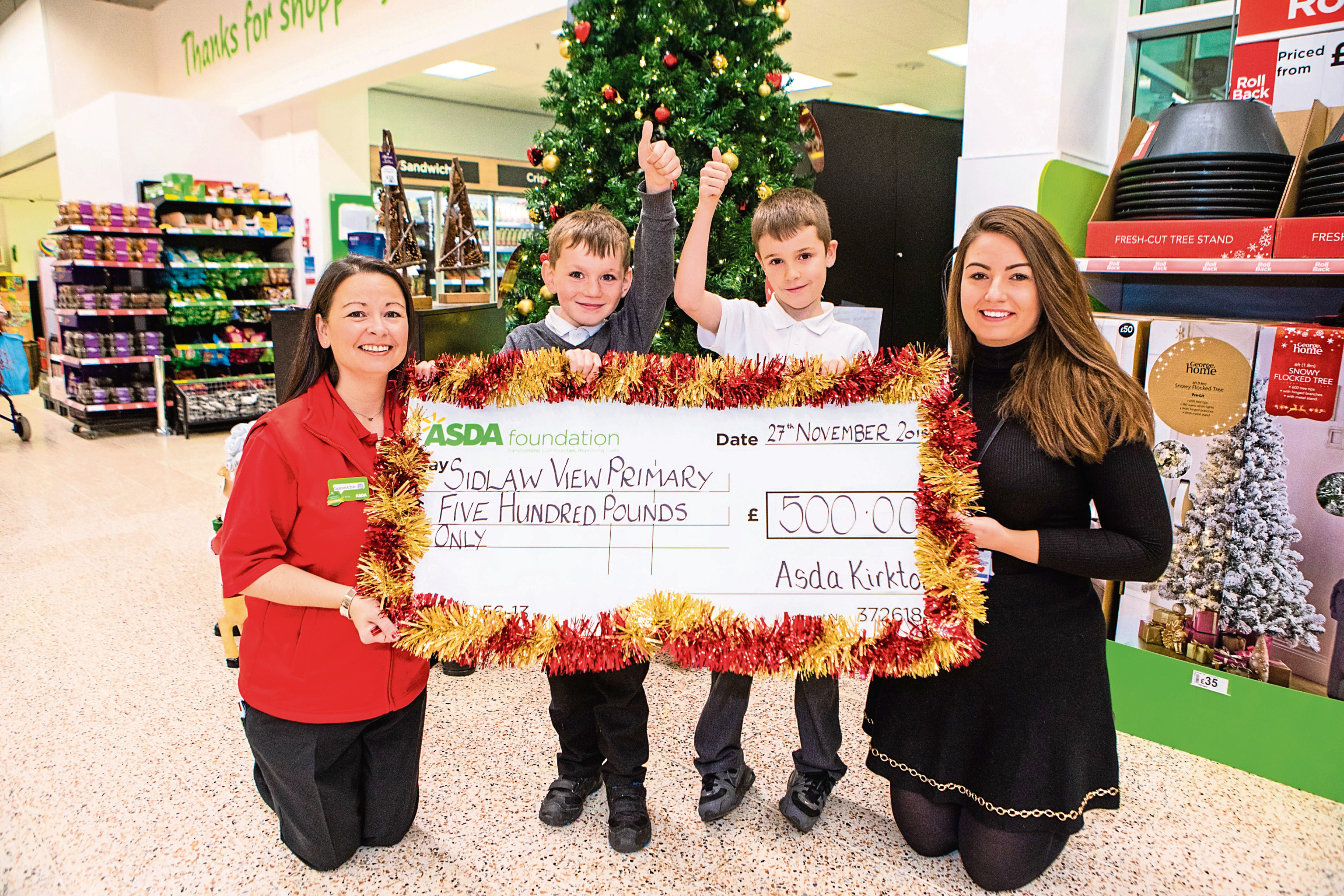 Sidlaw View Primary pupils with are presented with their cheque at Asda Kirkton