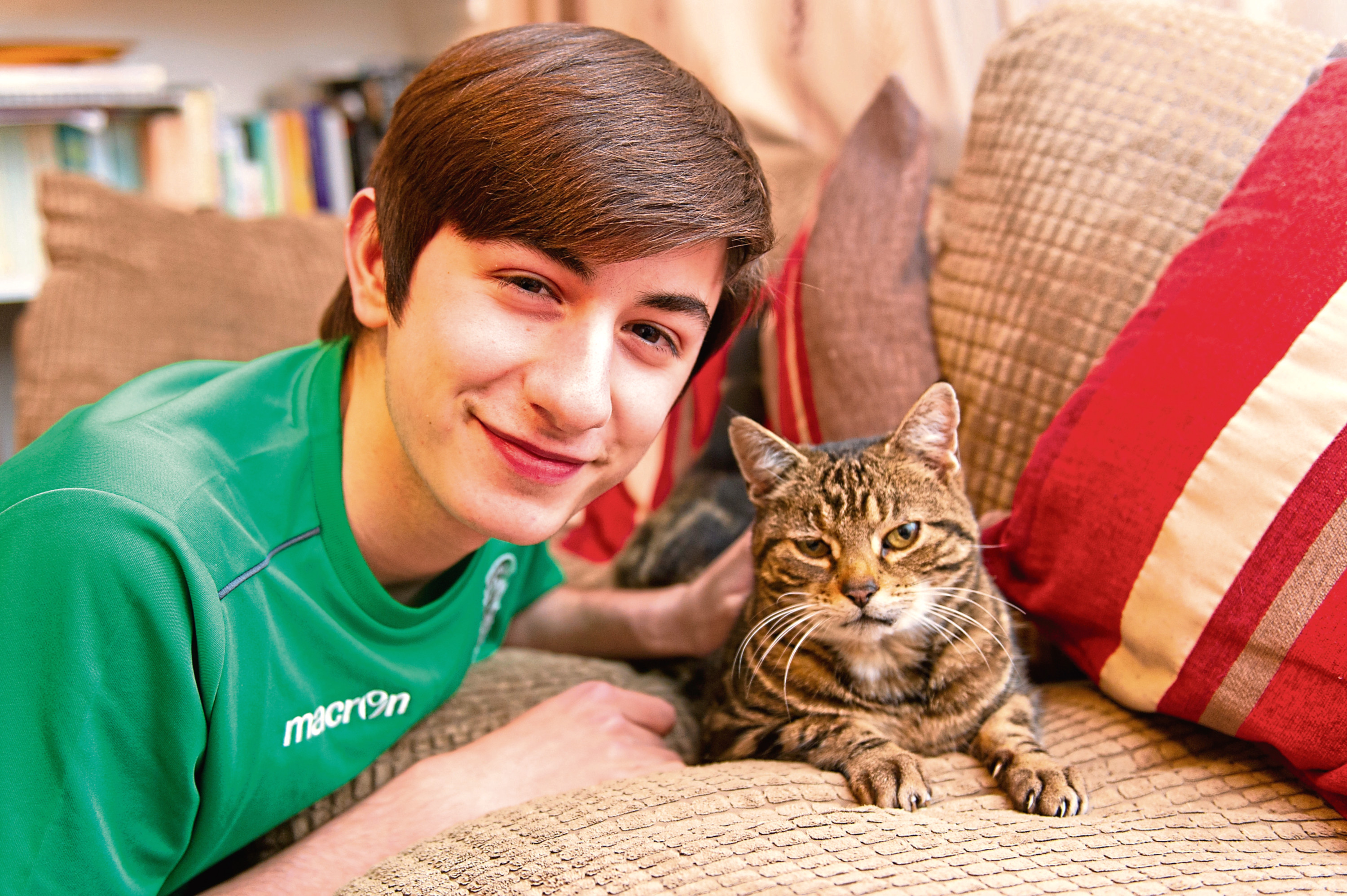Luke Rowe welcomes back tabby Fudge, who has been returned to his home in Carnoustie