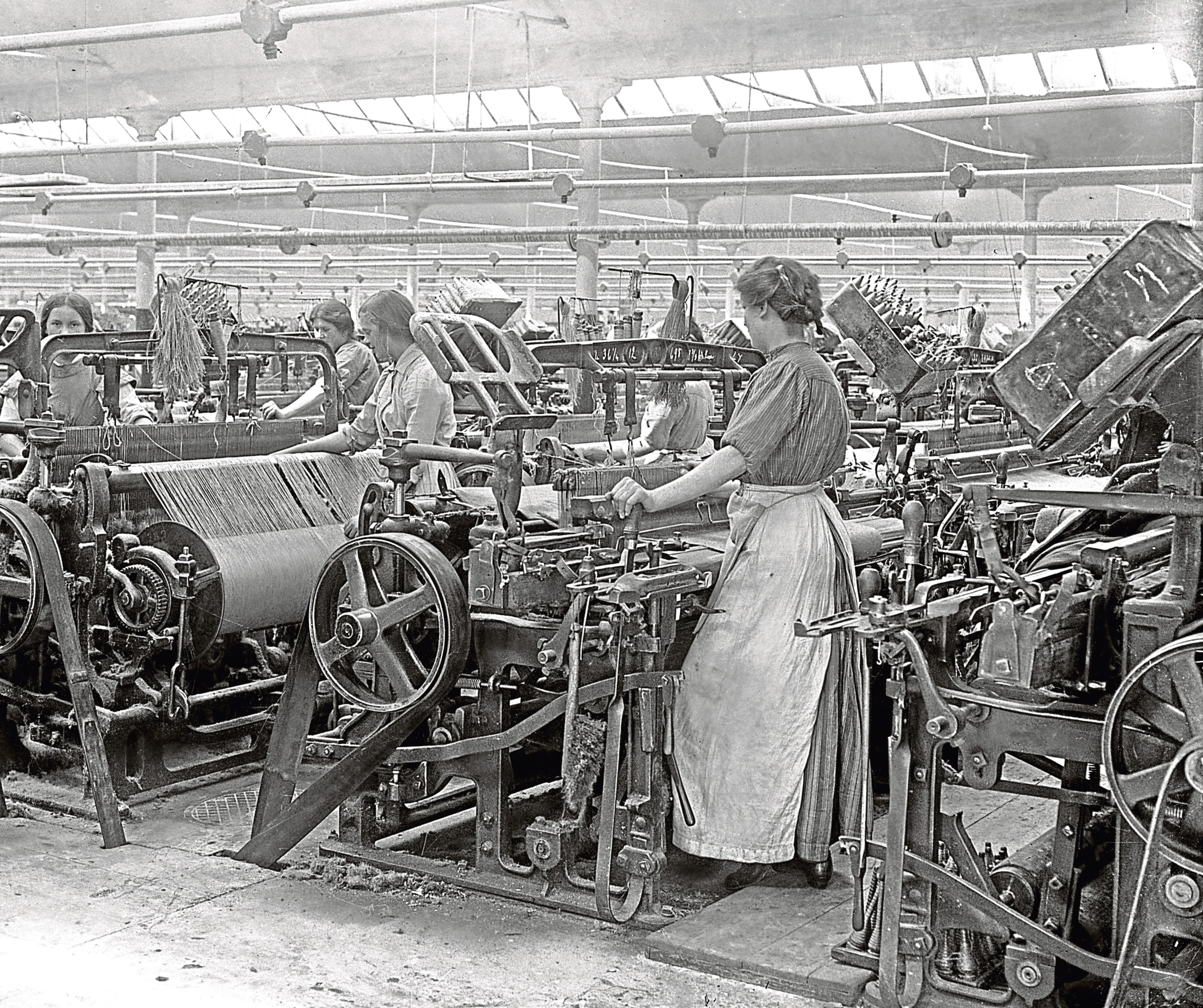 Women at work in one of Dundee's jute factories