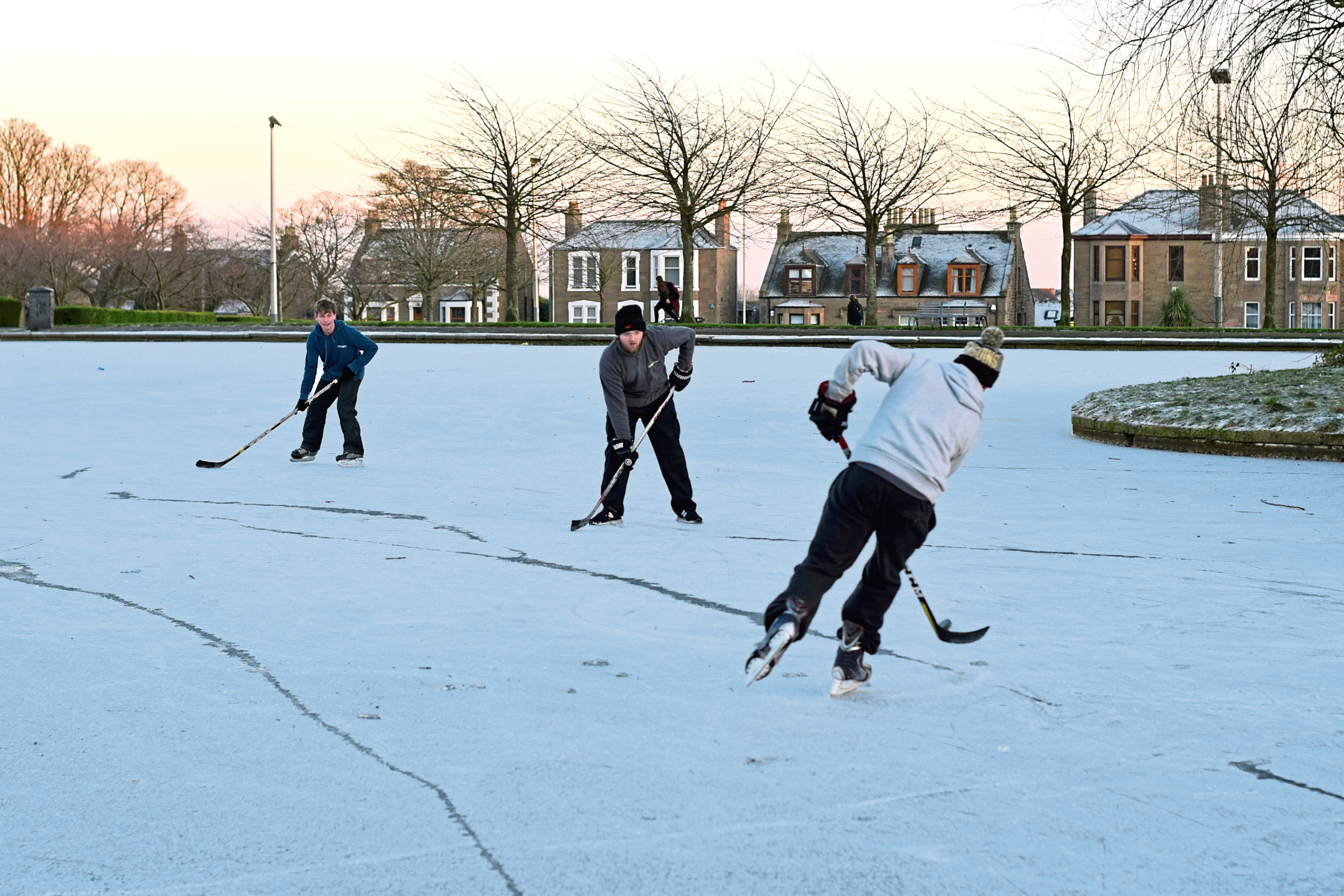 Skaters on the Swannie Ponds, Dundee