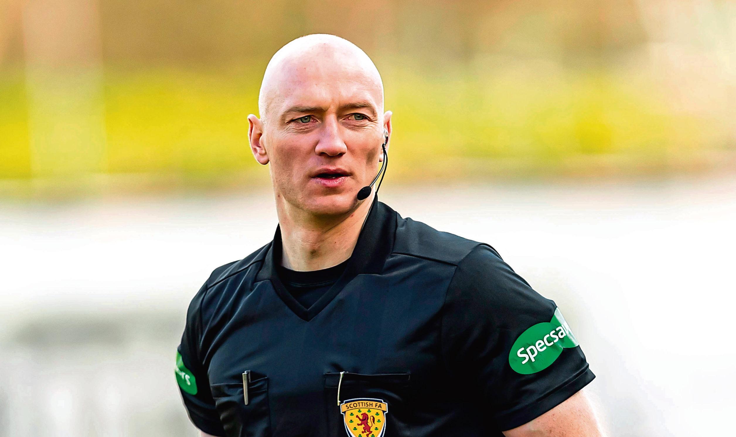 Referee Alan Newlands