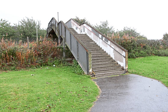 The footbridge that connects Magdalen Green to Riverside Drive