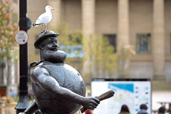 Kris Miller, Courier, 28/04/16. Picture today shows Desperate Dan statue in Dundee City Centre with a seagull on his head. The Princes Trust event is on tomorrow, not today.