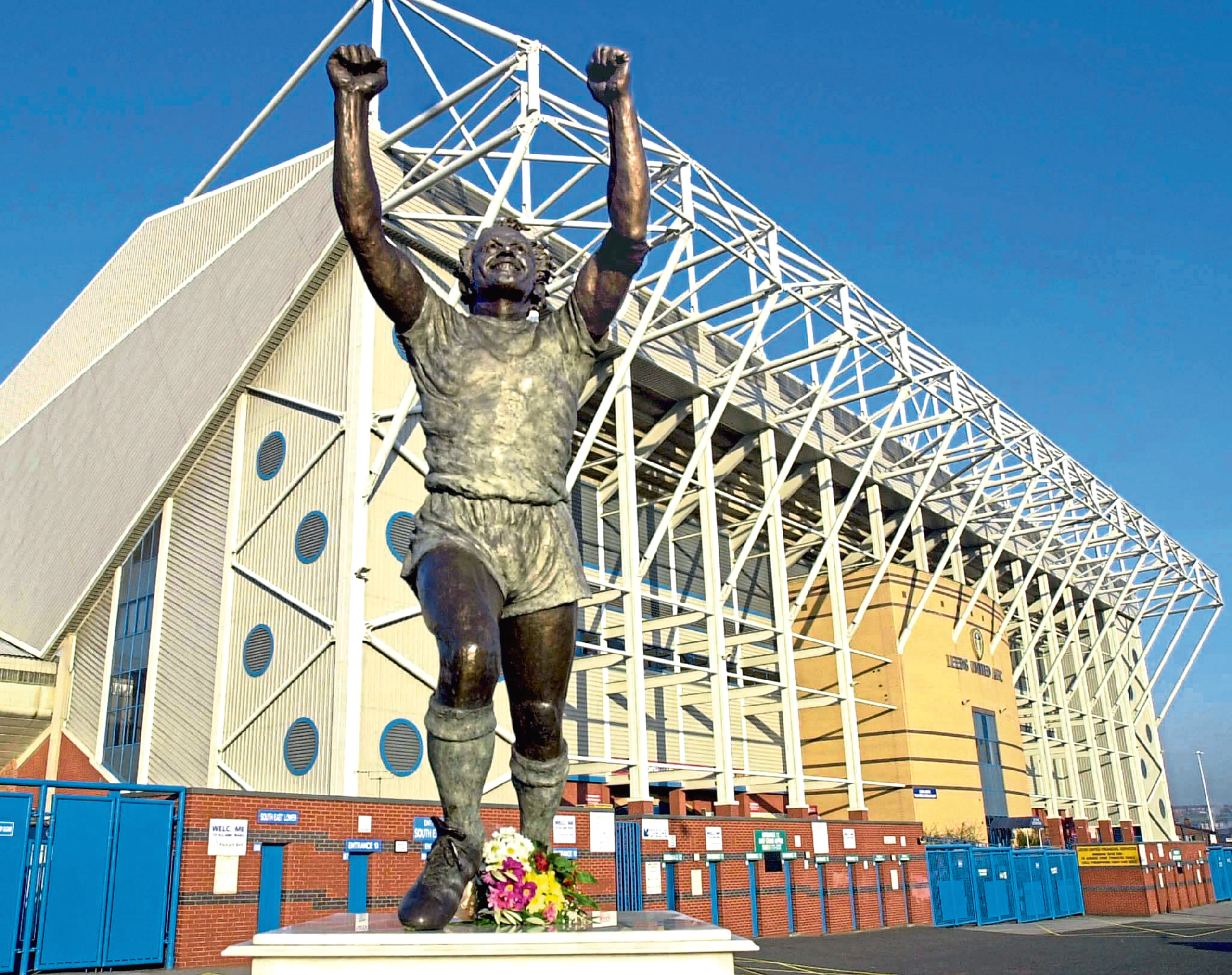 A floral tribute placed at the feet of the statueo of Leeds United hero Billy Bremner at Elland Road, the home of Leeds United Football Club today, Thursday 6th April 2000.