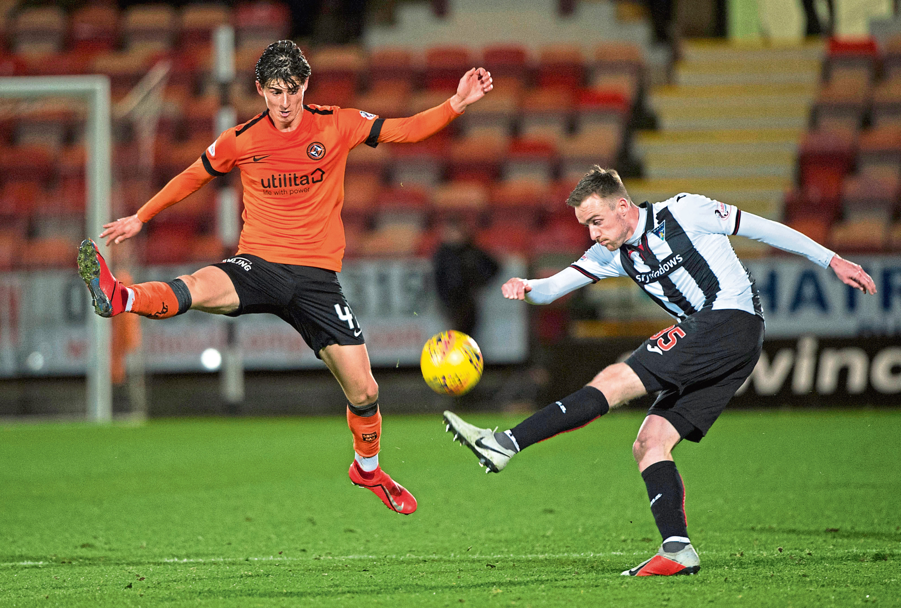 Dundee United midfielder Ian Harkes is targeting five wins in a row to end the Championship season as they try to catch leaders Ross County