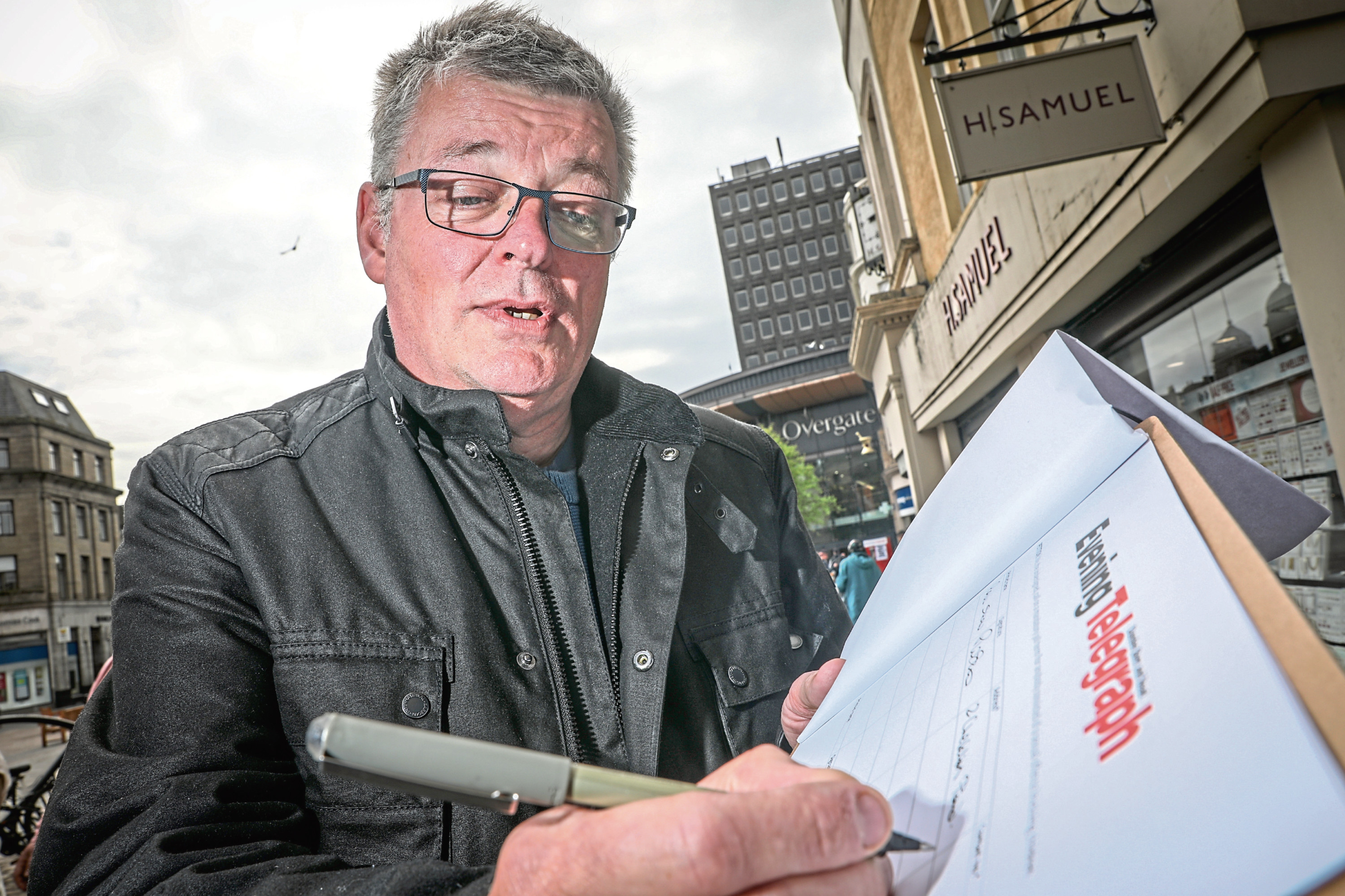 Paul Shaw was happy to add his name to the thousands of signatures when the Tele was out and about in Dundee.