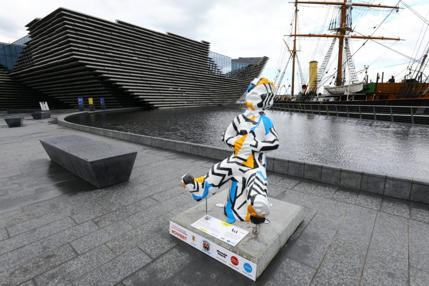 Oor Wullie with the V&A in the background.