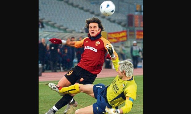 AS Roma's Vincenzo Montella, left, is challenged by Valencia's goalkeeper Santiago Canizares.
