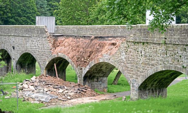 Part of the Finlathen bridge has collapsed.